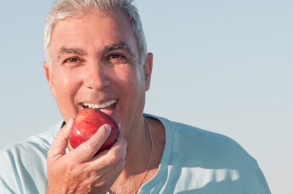 Natural-looking tooth replacement treatment